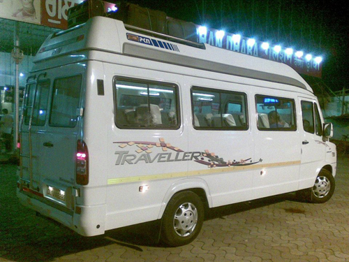 Facilities of 15 seater tempo traveller for Delhi Agra tour