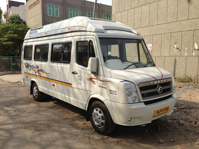 Why is 15 seater tempo traveler good for Delhi Jaipur trip?