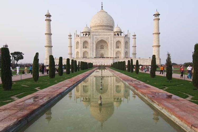 Relive your Love Story with Trip to Agra in Tempo Traveller