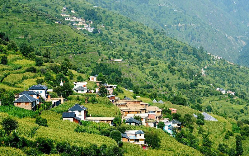 Enjoy the snow-capped view of Himalaya with a tour package for Dharamshala
