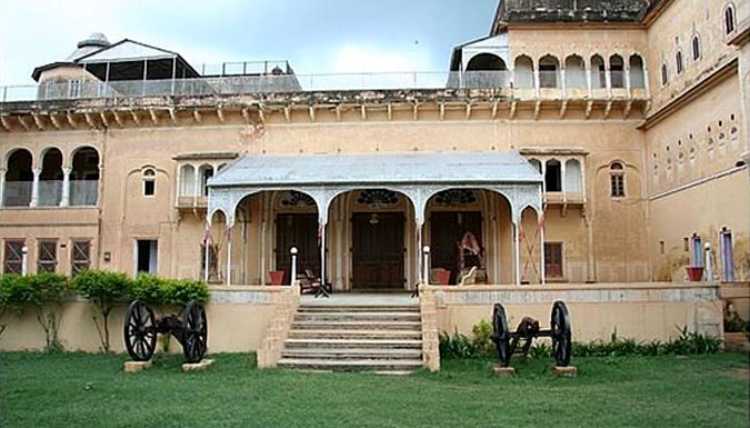 Set the sprit free from stressful week by availing tour package for Dundlod
