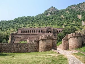 Enjoy the paranormal beauty of Bhangarh Fort