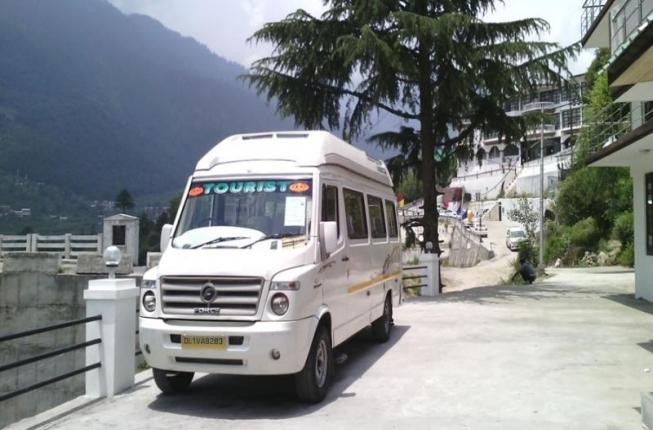 14 Seater Tempo Traveller