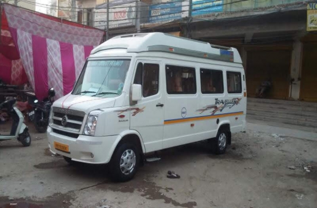 9+1 Seater Luxury Tempo Traveller
