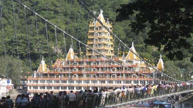 12 seater tempo traveller on rent in delhi to rishikesh