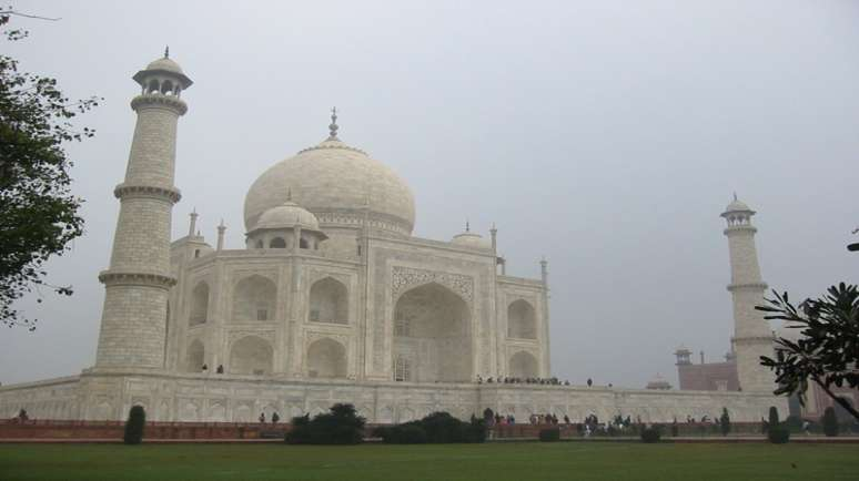 1 Day Agra Tour By Tempo Traveller